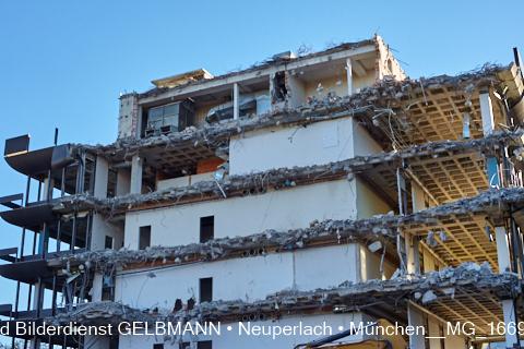 neuperlach.org.gelbmann.org zeigt den Abriss des Bürohauses Peschelanger 3  in Neuperlach